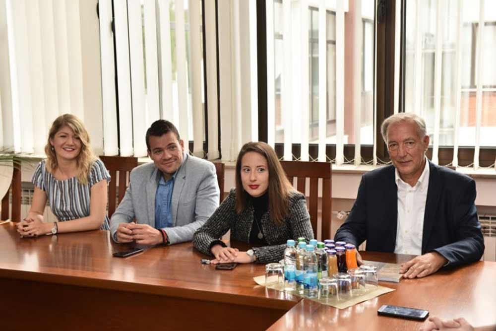 """""""Венац беседништва"""" студенткињама права из Бањалуке"""